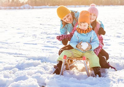 family-playing-in-snow