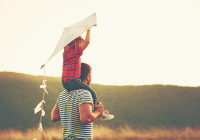 father-daughter-kite