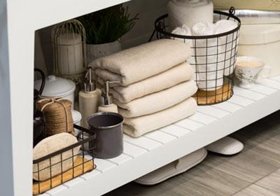 bathroom-shelf-organization