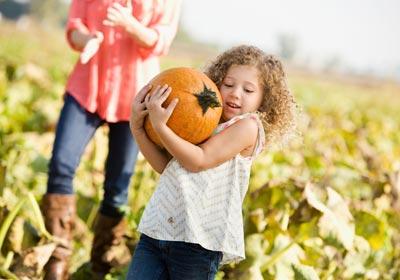 girl at pumpkin patch